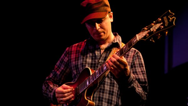 Bild på Kurt Rosenwinkel Standards Trio